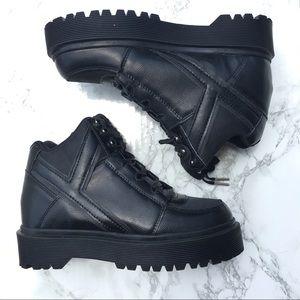 YRU Qozmo Slayr Black Sneakers